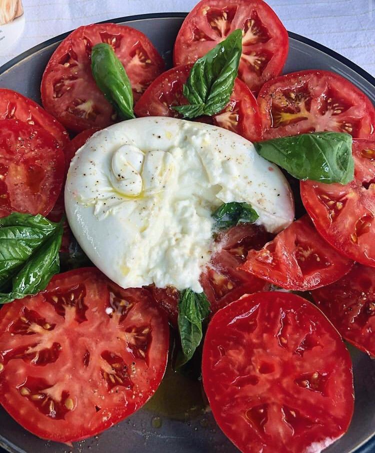 burrata italiana tomate fresco  la Clandestina