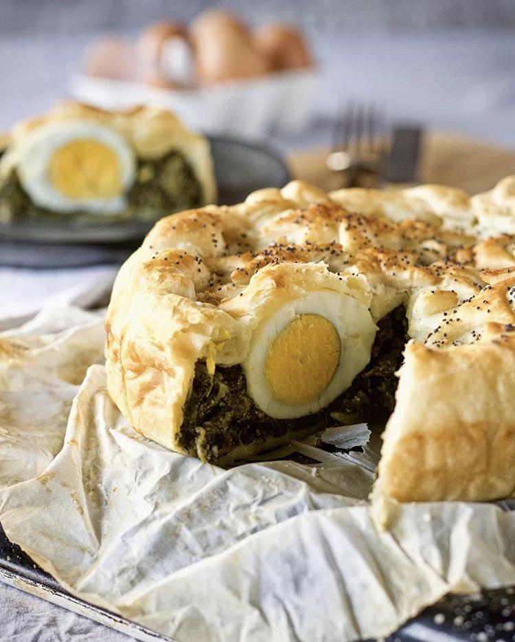 Tarta pascualina de espinacas y huevos