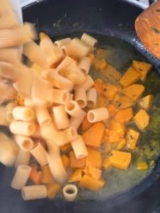 Pasta con la calabaza estilo Napoletana | la Clandestina