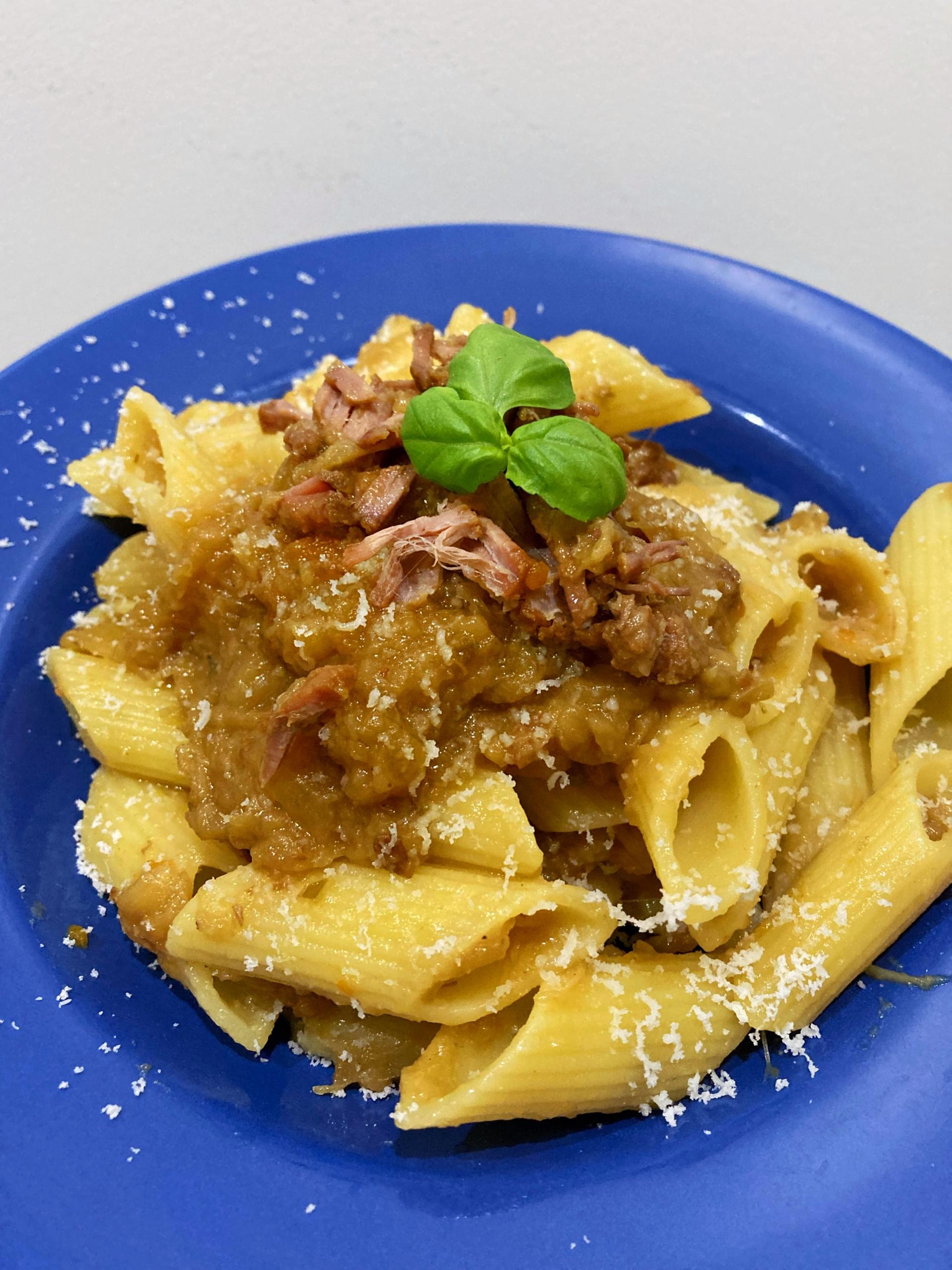 Pasta alla Genovese con cebolla caramelizada